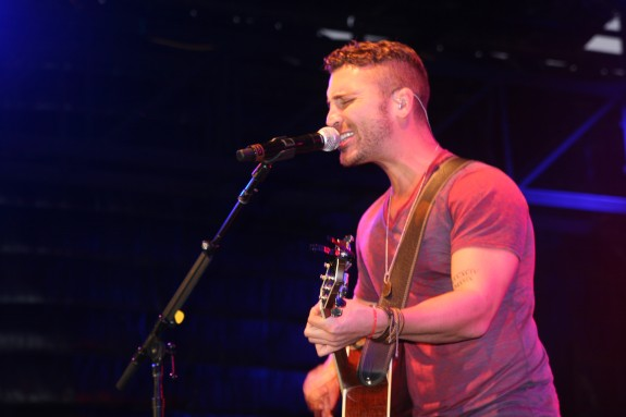 Nick Fradiani performs live in San Diego on Tuesday, Aug. 18, 2015. (BILL PINELLA)