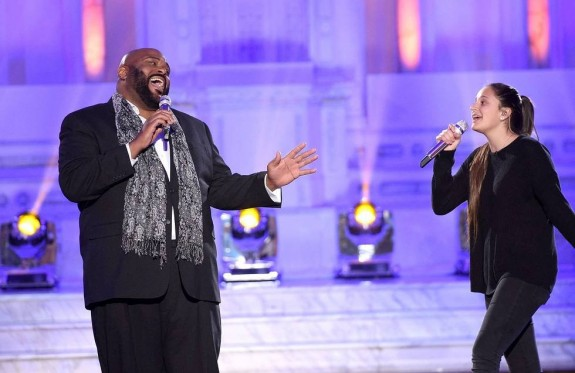 Avalon Young of San Diego sings with past American Idol winner, Ruben Studdard. (AMERICAN IDOL)