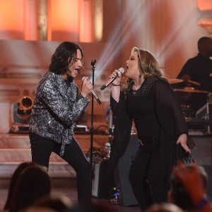"Shelbie Z performs ""Bohemian Rhapsody"" with All-Star Constantine Maroulis.  (Ray Mickshaw/FOX)"